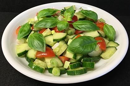Leichter Salat auf Ninos Art (Bild)
