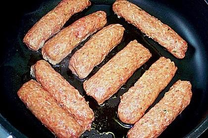 Cevapcici mit serbischer Soße und Käse überbacken 15