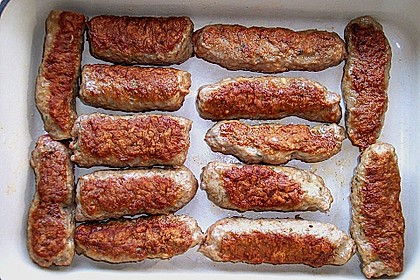 Cevapcici mit serbischer Soße und Käse überbacken 12