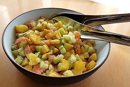Kartoffel - Gurken - Salat mit Lachs (Bild)
