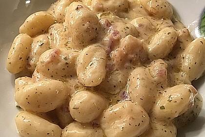 Gnocchi mit Garnelen-Trüffel-Kräuter-Soße (Bild)