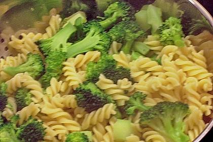 Brokkoli - Pasta mit Tomatensahne 3