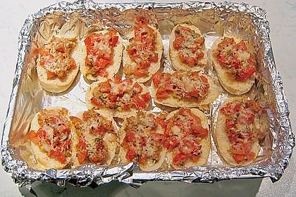 Toast mit Thunfisch, Tomaten und Paprika
