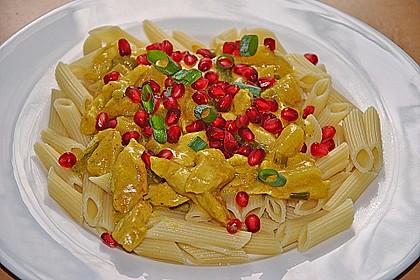 Currypasta mit Pute oder Huhn und Granatapfel