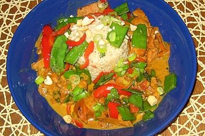 Schnelles Thai-Curry mit Huhn, Paprika und feiner Erdnussnote (Bild)