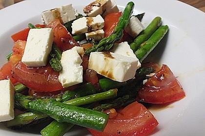 Salat mit gebratenem Spargel und Schafskäse