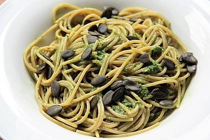 Kürbiskern - Kräuter - Pesto mit Spaghetti