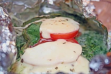 Lachs mit Spinat und Mozzarella in Alufolie (Bild)