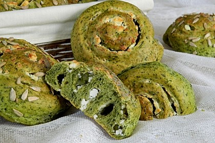 Spinathefeteigschnecken mit Schafskäsefüllung (Bild)