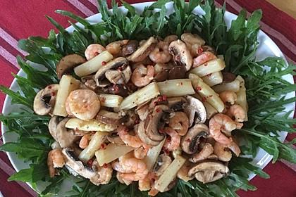 Spargelsalat mit Shrimps auf Rauke