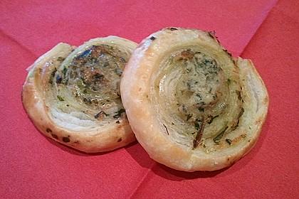 Blätterteigschnecken mit Pesto (Bild)