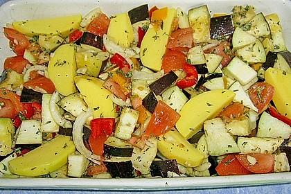 Hähnchenschenkel auf mediterranem Gemüse 8