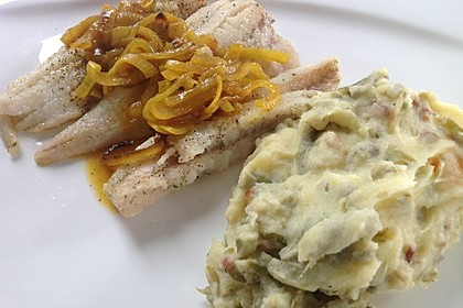 Bohnen - Kartoffelpüree mit saurer Sahne (Bild)