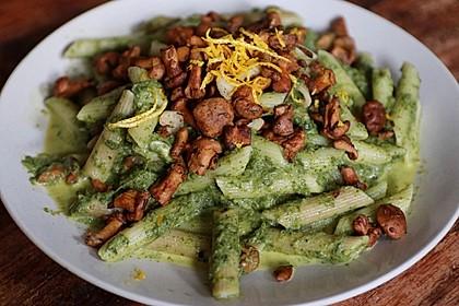 Pasta mit pikantem Spinat und Pinienkernen