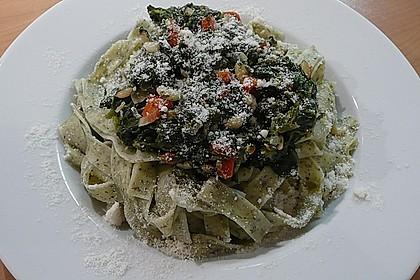 Pasta mit pikantem Spinat und Pinienkernen 4