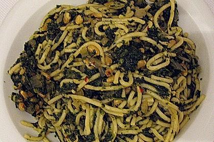 Pasta mit pikantem Spinat und Pinienkernen 9