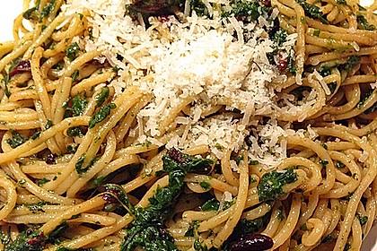 Pasta mit pikantem Spinat und Pinienkernen 2