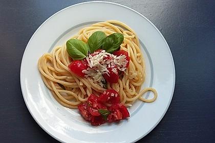 Koelkasts Spaghetti mit kalter Tomatensoße (Bild)