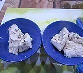 Walnusseis mit Ahornsirup (Bild)