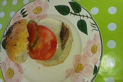 Cheeseburger mit Gurke und Tomate 5