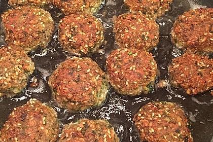 Grünkern - Frikadellen mit Joghurtsauce 24