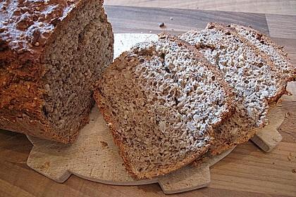 Schnelles Dinkel - Buchweizen - Brot 24