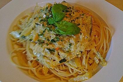 Zucchini - Pasta mit Pinienkernen 1