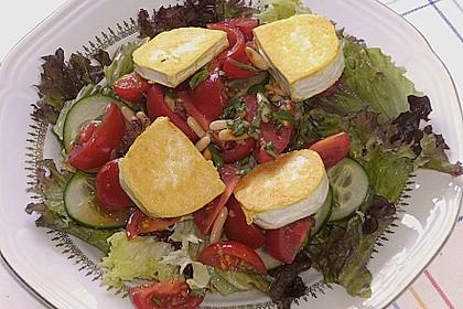 Gemischter Blattsalat mit Pinienkernen und gebratenem Ziegenkäse 5