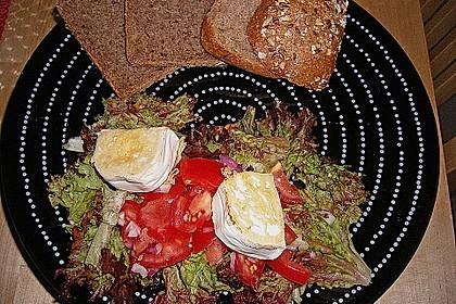 Gemischter Blattsalat mit Pinienkernen und gebratenem Ziegenkäse 8