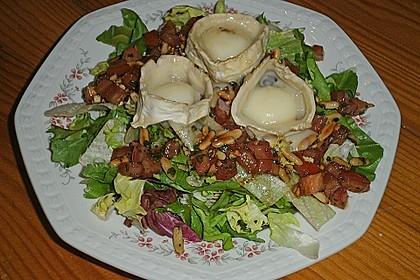 Gemischter Blattsalat mit Pinienkernen und gebratenem Ziegenkäse 4