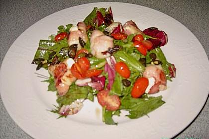 Gemischter Blattsalat mit Pinienkernen und gebratenem Ziegenkäse 9