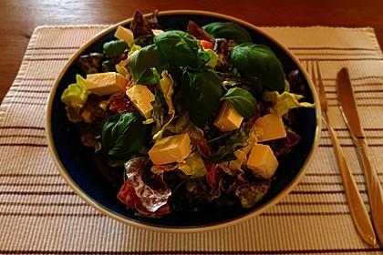 Bunter Salat mit Schafskäse 11