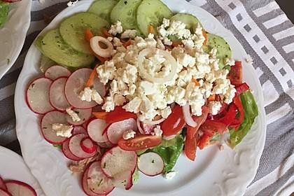 Bunter Salat mit Schafskäse 5