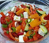 Bunter Salat mit Schafskäse (Bild)