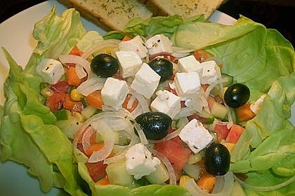Bunter Salat mit Schafskäse 2