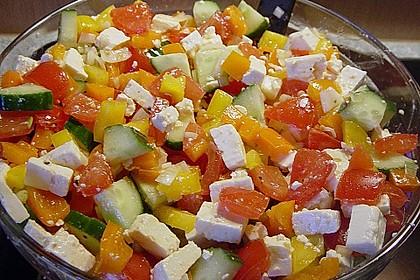 Bunter Salat mit Schafskäse 4