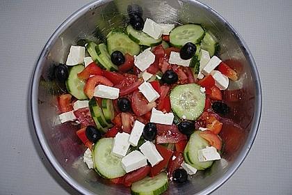 Bunter Salat mit Schafskäse 3