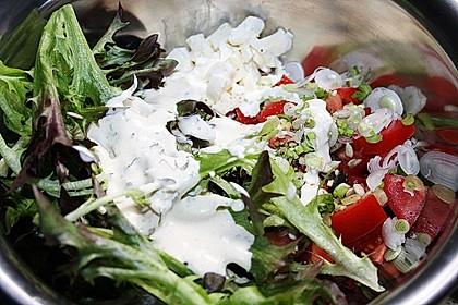 Bunter Salat mit Schafskäse 10