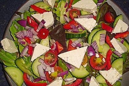 Bunter Salat mit Schafskäse 6