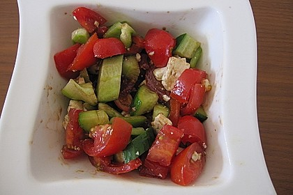 Bunter Salat mit Schafskäse 8