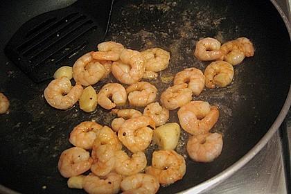 Garnelen mit Knoblauch, Öl und Chilisauce 9