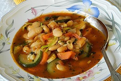 Mediterrane Bohnensuppe