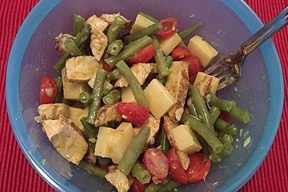 Salat mit grünen Bohnen und Hähnchen (Bild)