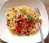 Spaghettisalat mit roter Paprika (Bild)