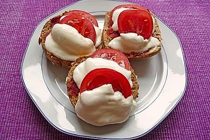 Tomate - Mozarella Brötchen 4