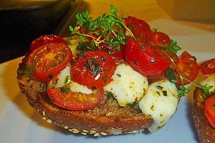 Tomate - Mozarella Brötchen