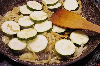 Spanische Hähnchenpfanne mit Kartoffeln und Zucchini 10