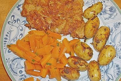 Schnitzel mit einer Parmesan - Thymian - Panade mit Rosmarinkartoffeln 11
