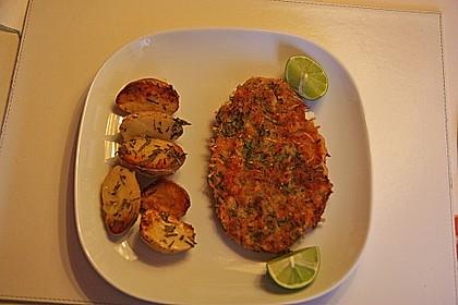 Schnitzel mit einer Parmesan - Thymian - Panade mit Rosmarinkartoffeln 4