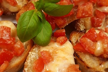 Crostini mit Tomaten und Mozzarella 5
